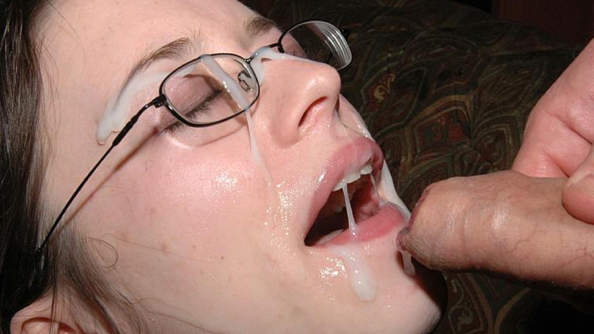 Фото во рту у девчонок сперма, Порно картинки минет сперма на лице ебут в рот 16 фотография